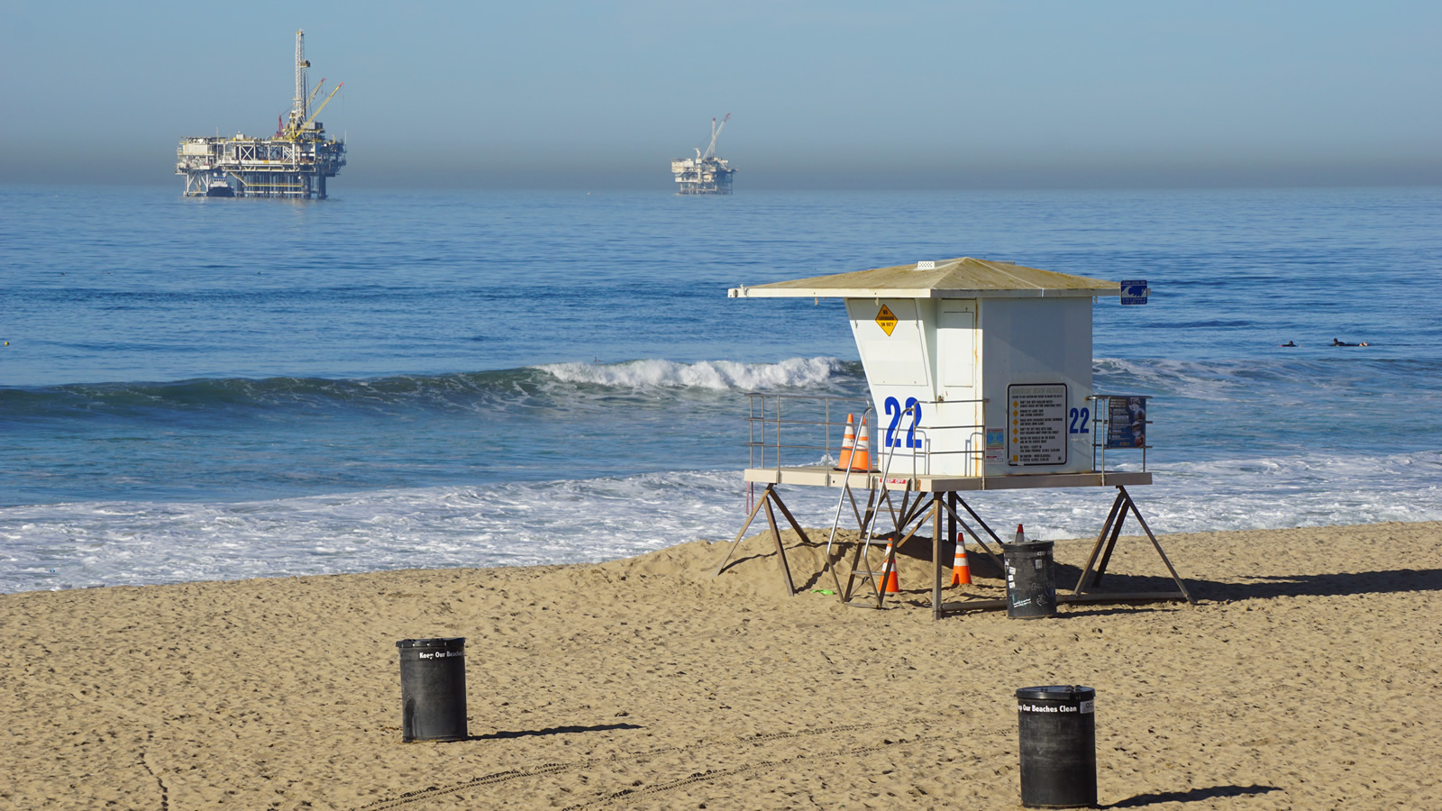 <h4>A LEAVE NO BEACH UNSPOILED PLAN</h4><h5>The Trump administration's plan would allow oil and gas exploration and drilling in 90 percent of our coastal waters—across the entire Atlantic Seaboard, the entire Gulf of Mexico, the entire Pacific Coast, and Alaska's Arctic Coast.</h5><em>J.D.S. via Shutterstock</em>